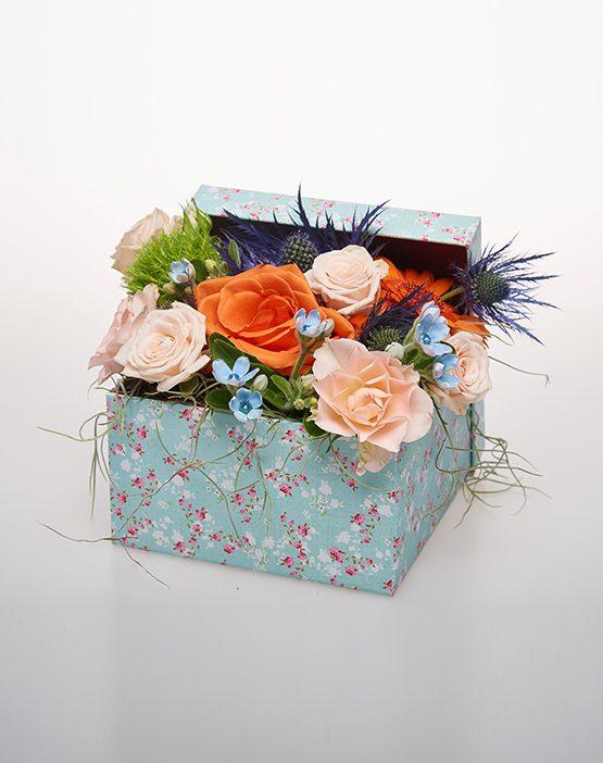 Aranjamente florale - O cutie plina cu iubire