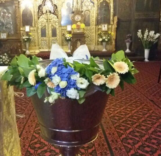 Cristelnita din hortensia, lisianthus si mini gerbera