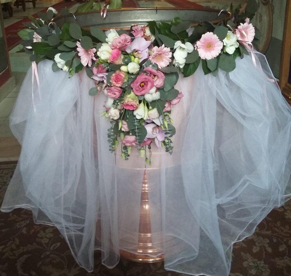 Cristelnita Din Frezia Lisianhus Trandafir Orhidee Si Mini Gerbera